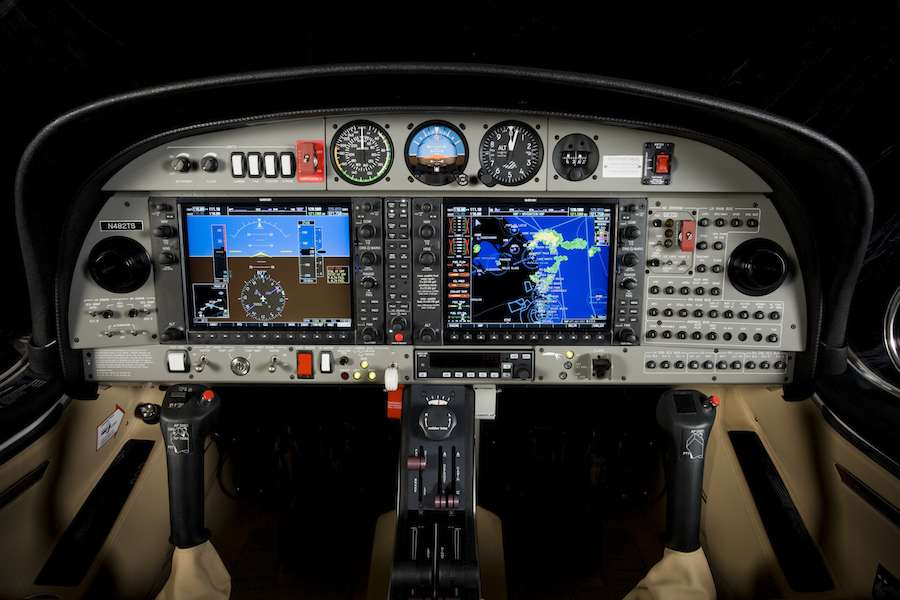 pontair-diamond-da42-cockpit